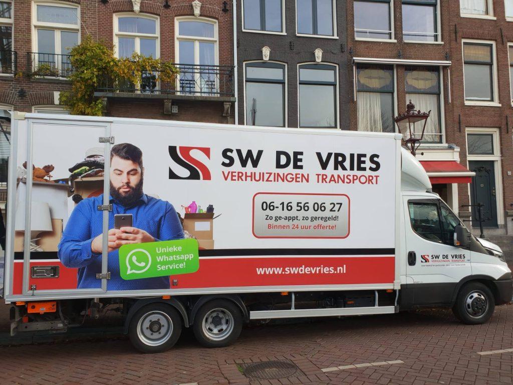 Verhuiswagen van SW de Vries Verhuizingen