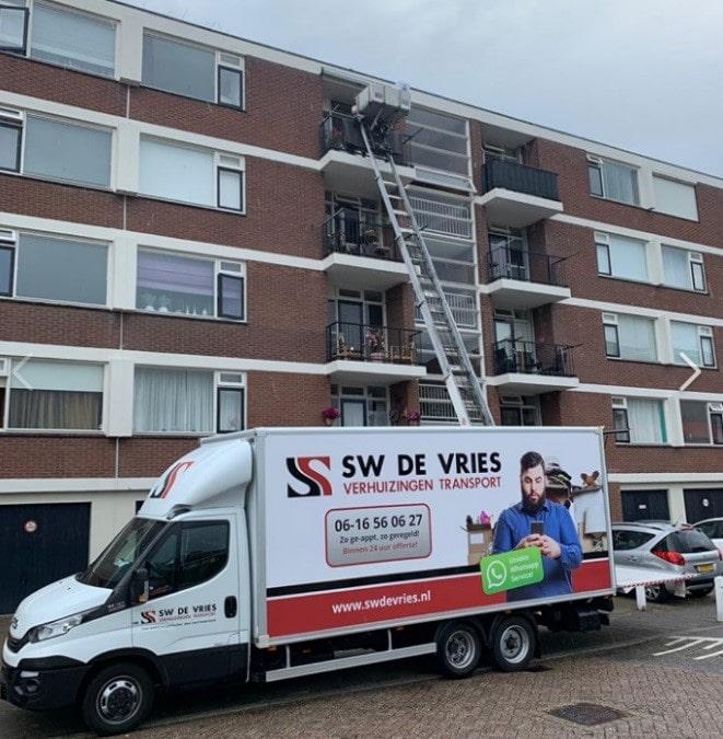 Verhuislift en -wagen bij woning in Amsterdam
