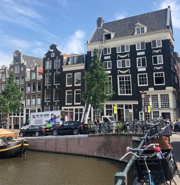 Verhuislift bij grachtenpand in Amsterdam